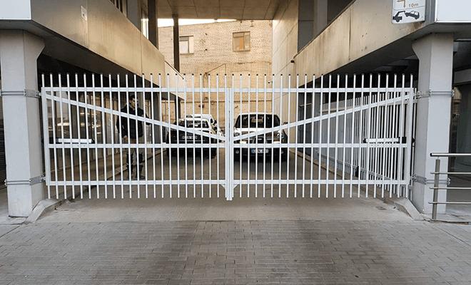 Atveriamų kiemo vartų darbai