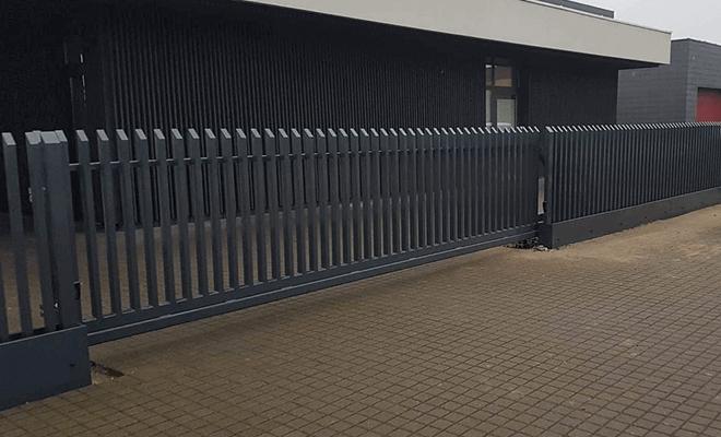 Stumdomų kiemo vartų darbai