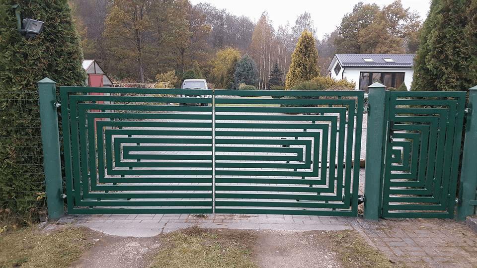 Atveriami kiemo vartai